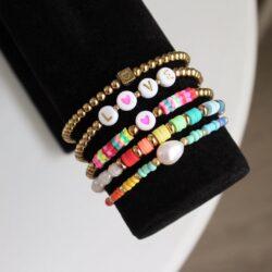 Kleurrijke kralen armbanden