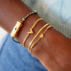 Multi chain heart armband goud aanfoto